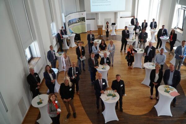 Viele Bürgermeister*innen bei der Bezirksregierung in Köln