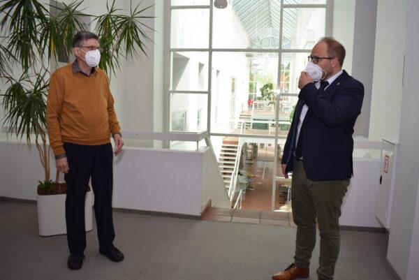 Bürgermeister Roger Nießen verabschiedet Heinz Josef Küppers im Kulturarchiv Altes Rathaus