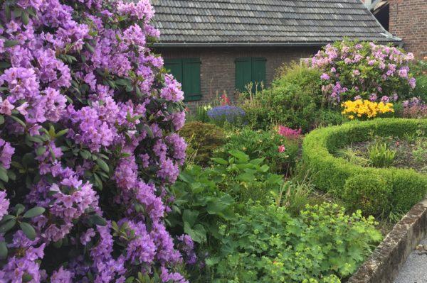 bunter Bauernvorgarten
