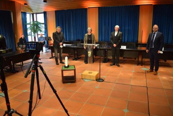 Videoaufnahme Gedenkfeier Corona-Opfer im Sitzungssaal des Rathauses