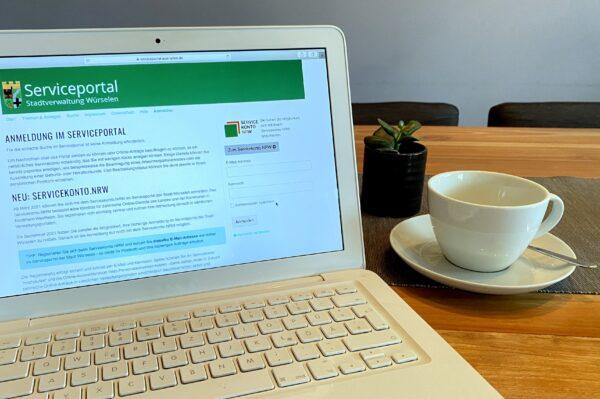 Laptop mit Ansicht zur Anmeldung im Serviceportal der Stadt Würselen