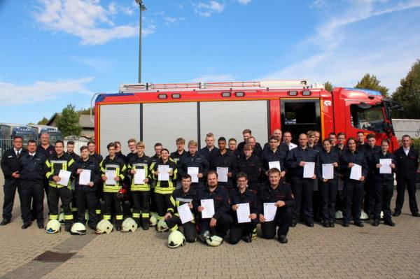 Erfolgreiche Absolventen der Ausbildung Technische Hilfeleistung der Feuerwehr