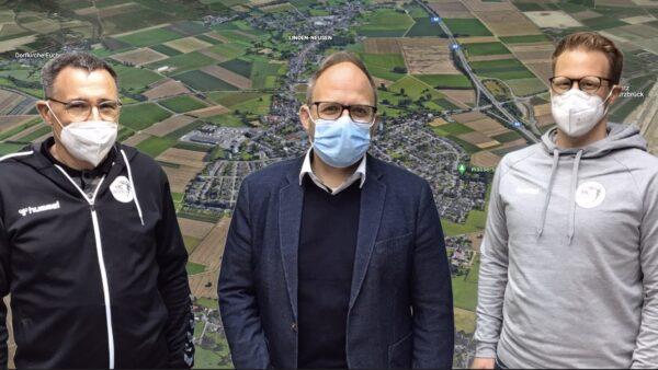 Jürgen Bayer, Bürgermeister Roger Nießen und Andreas Schmitz